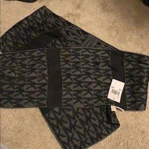 NWT!! Michael Kors scarf
